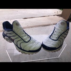 Men nike athletic shoes size 8 new